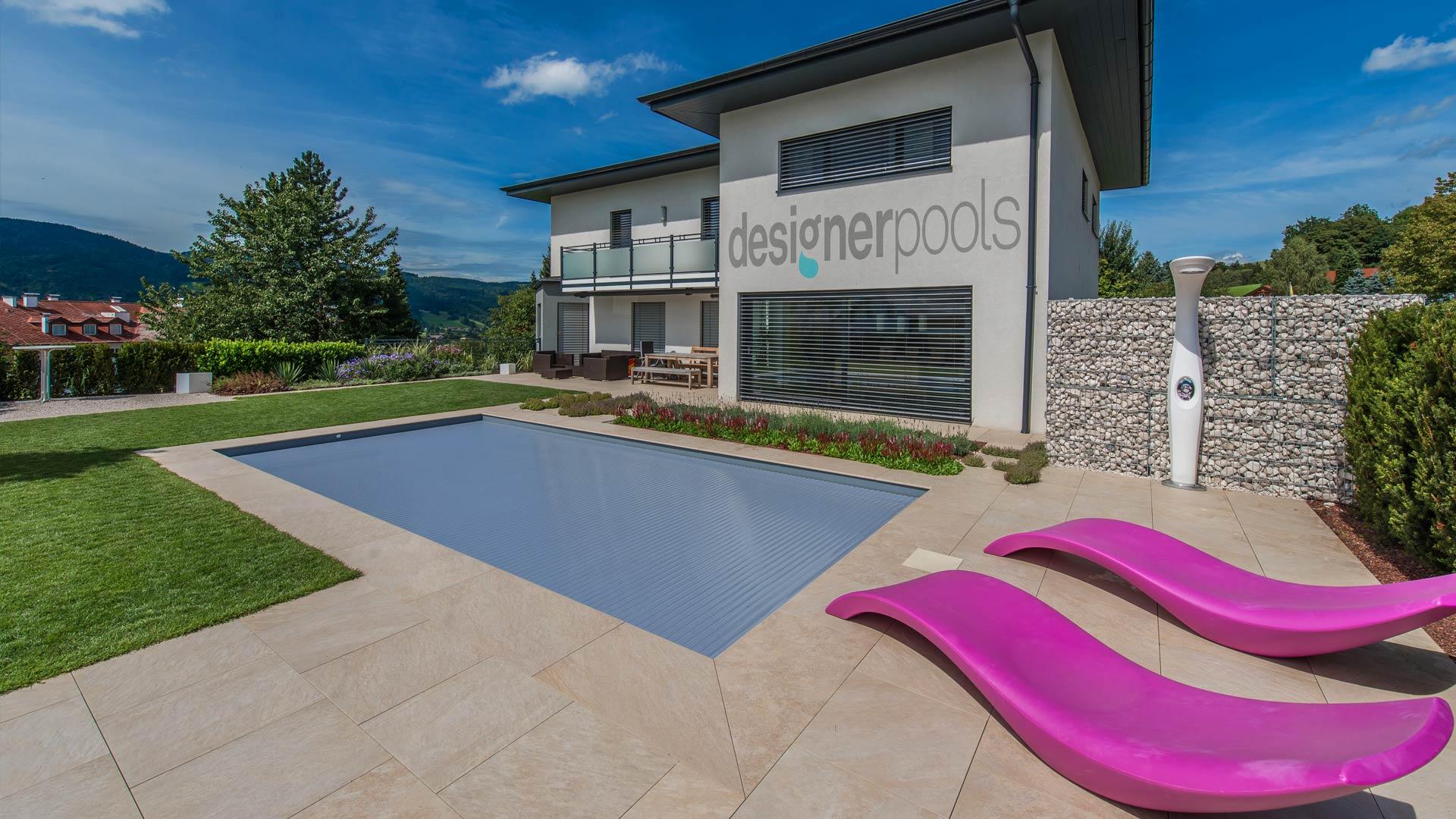 Pool mit geschlossener Rollladenabdeckung - designerpools